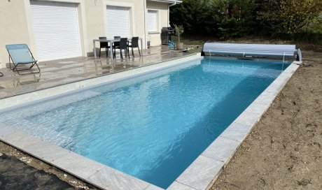 Pose des margelles et volet hors sol, piscine 10m x 4m à Saint Ismier près de Grenoble