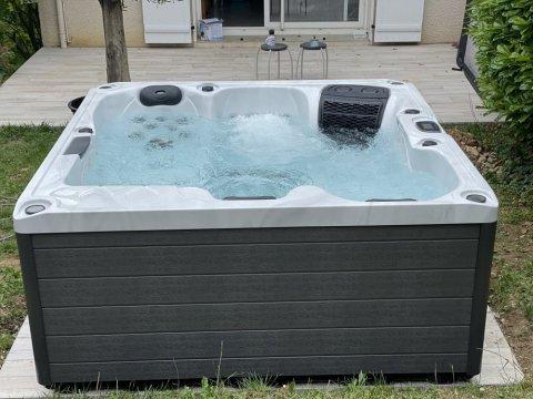 Livraison, installation et mise en service d'un spa 4 places à Seyssins