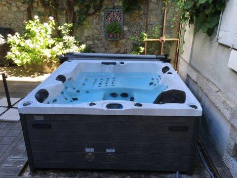 Livraison d'un spa 4 places en centre ville de Grenoble