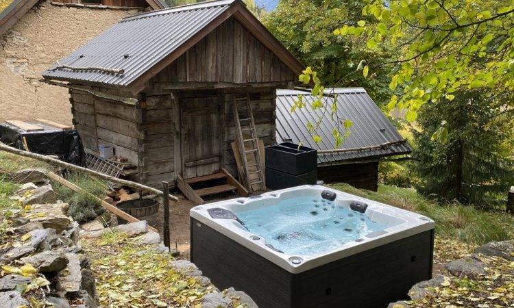 Livraison et installation d'un spa 4 places Rainbow Spas dans l'Oisans
