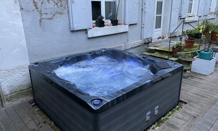 Livraison et installation d'un spa 5 places en centre ville de Grenoble